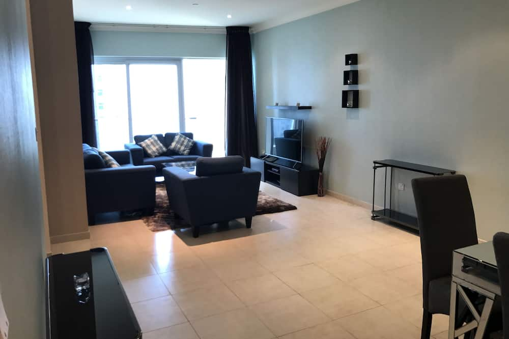 Deluxe Apartment, 4 Bedrooms, Sea View - Living Area