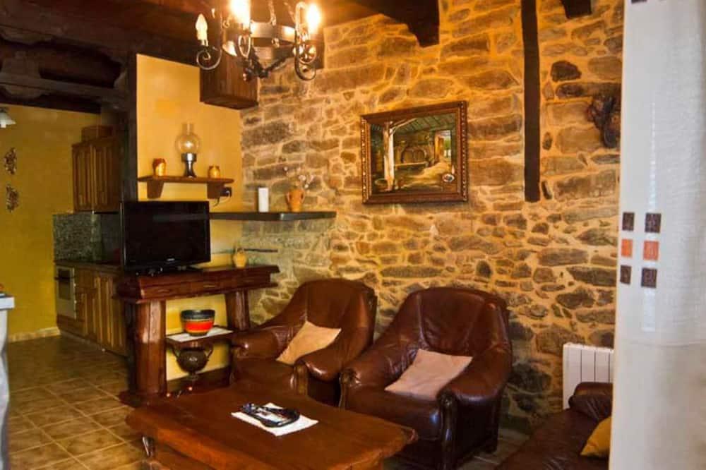 Cottage, Garden View - Living Room
