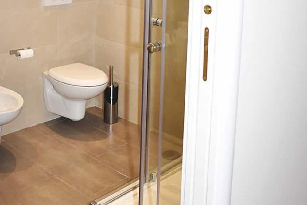 Classic Double or Twin Room, Garden View - Bathroom