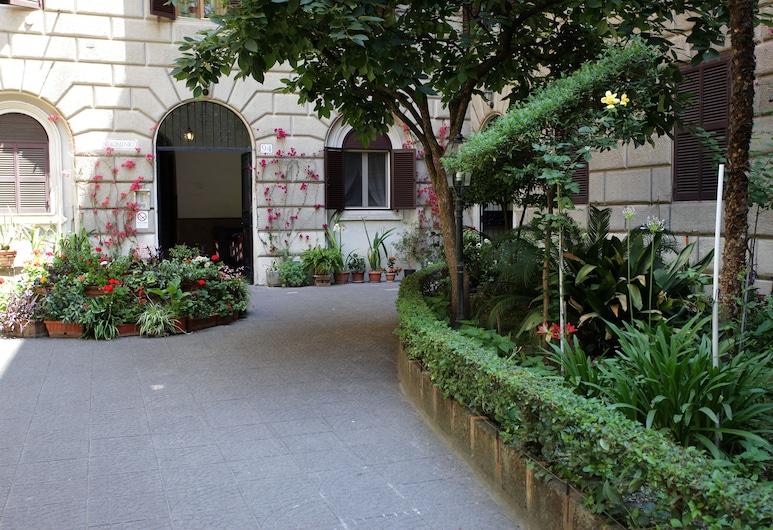 Elegance, Rome