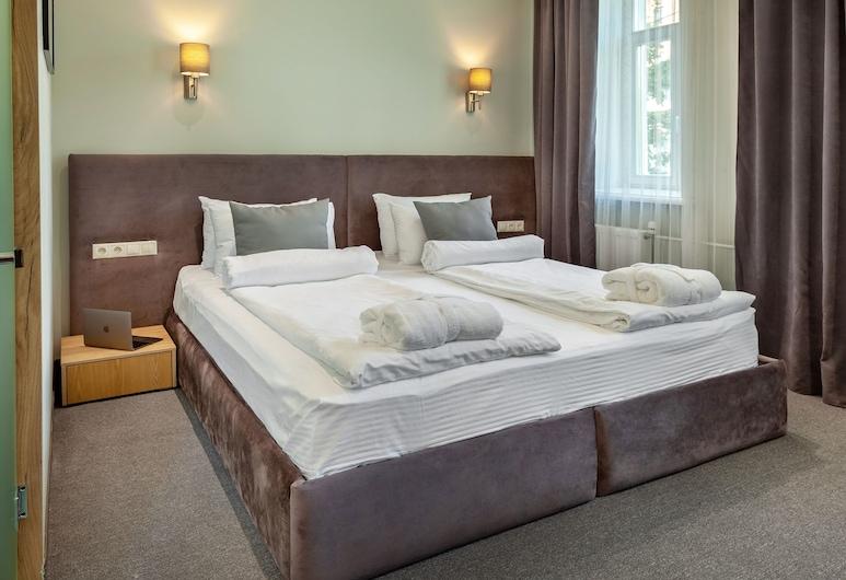 Diplomat Residence , מוסקבה, חדר ג'וניור זוגי או טווין, חדר שינה אחד, חדר אורחים