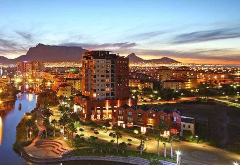 Waterstone West A103 by CTHA, Cape Town, Pročelje navečer