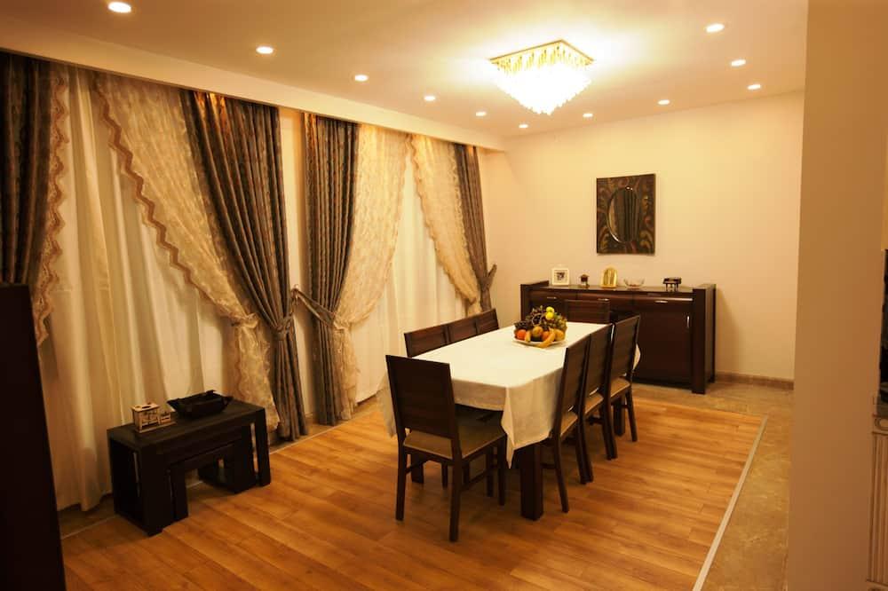 Pamatklases villa, sešas guļamistabas - Numura ēdamzona