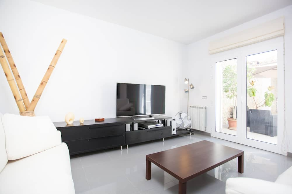 House, 3 Bedrooms, Terrace - Living Room