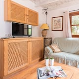 Chalet, 2 Bedrooms, Terrace, Mountain View - Living Area