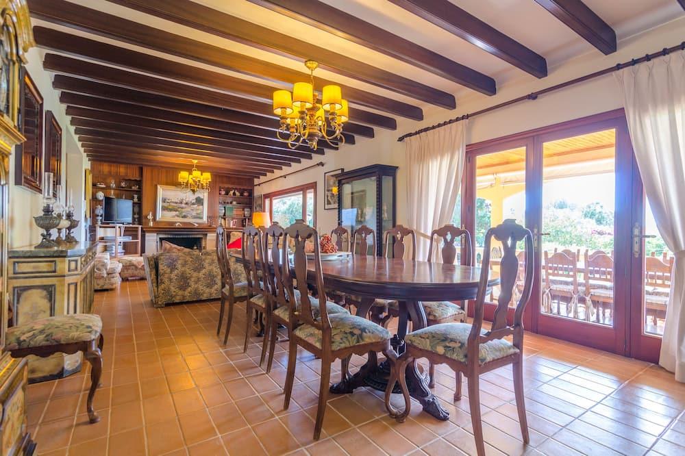 Villa, 5 slaapkamers, privézwembad, uitzicht op tuin (6 Bedrooms) - Eetruimte in kamer