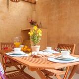 Obiteljska kuća, 2 spavaće sobe, terasa, pogled na grad (2 Bedrooms) - Obroci u sobi