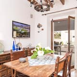 Chalet (3 Bedrooms) - In-Room Dining