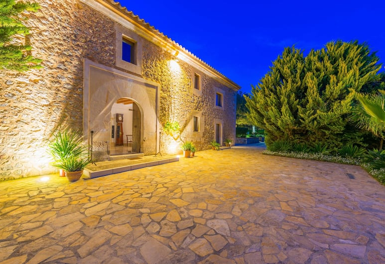 SON Simó Vell, Alcudia, Front of property - evening