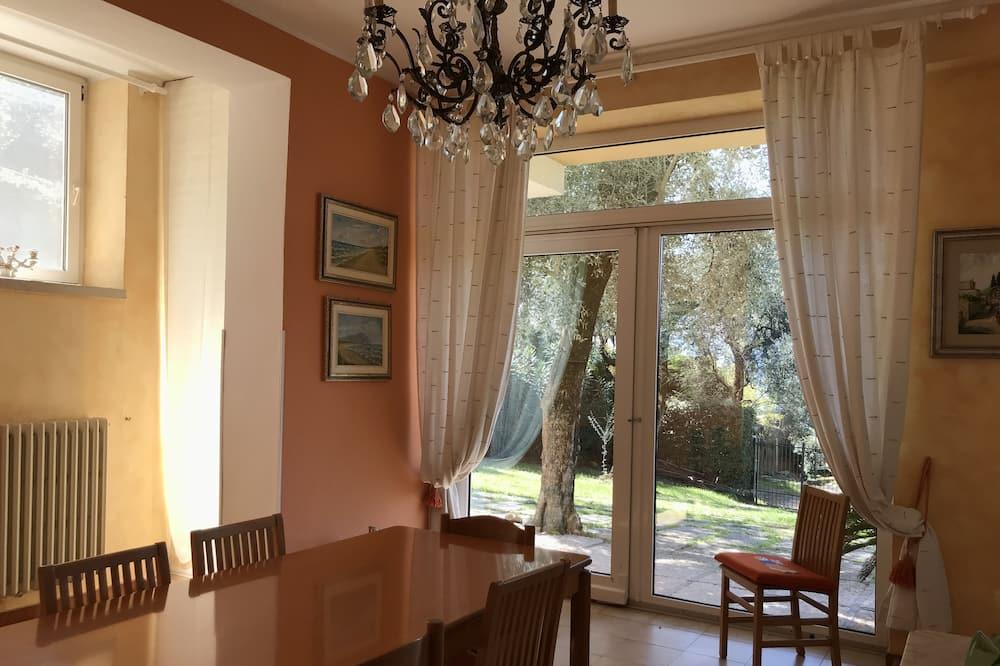 Villa, 4 magamistoaga - Einetamisala toas