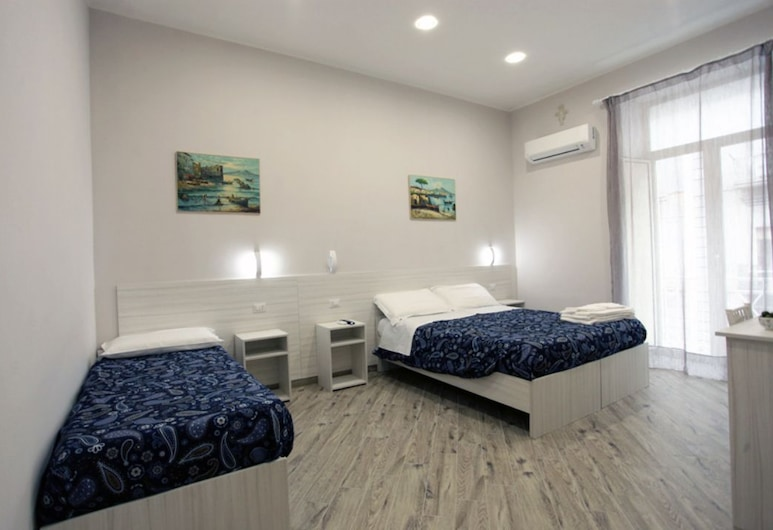 B&B alla Ferrovia, Naples, Superior Triple Room, Guest Room