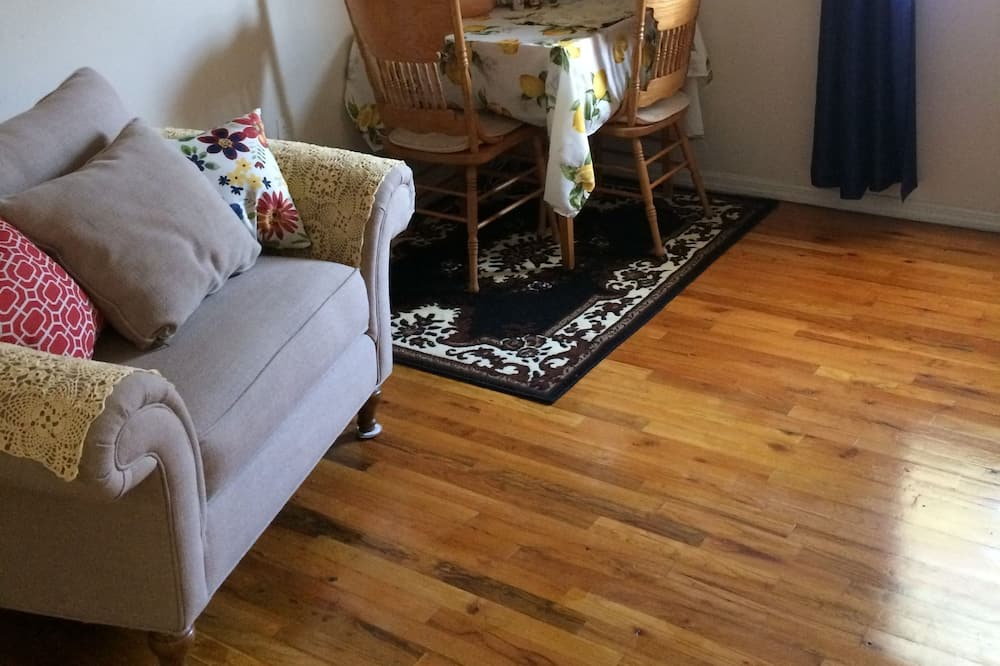 Double Room, Non Smoking, Shared Bathroom - Living Area