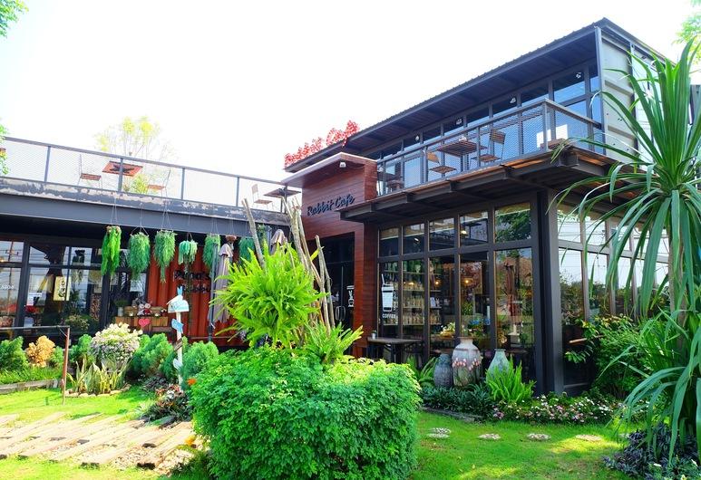 Papa's Home, Chom Thong