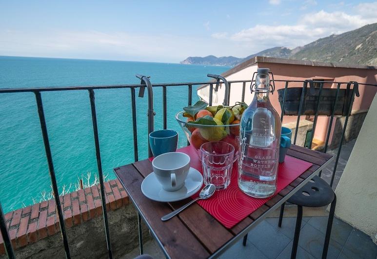 Il Baluardo Sea View Apartment on the Cliff, Riomaggiore, Apartment, 2 Bedrooms, Balkoni