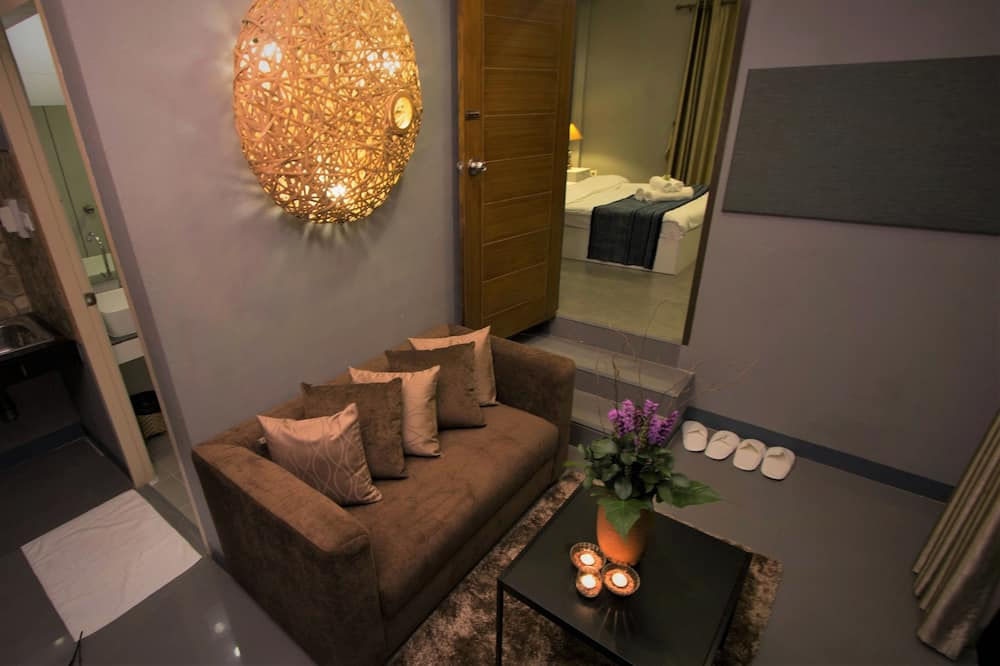 Deluxe Double or Twin Room, 4 Bedrooms - Living Area