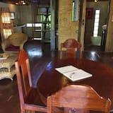 Talo (Village) - Ruokailu omassa huoneessa