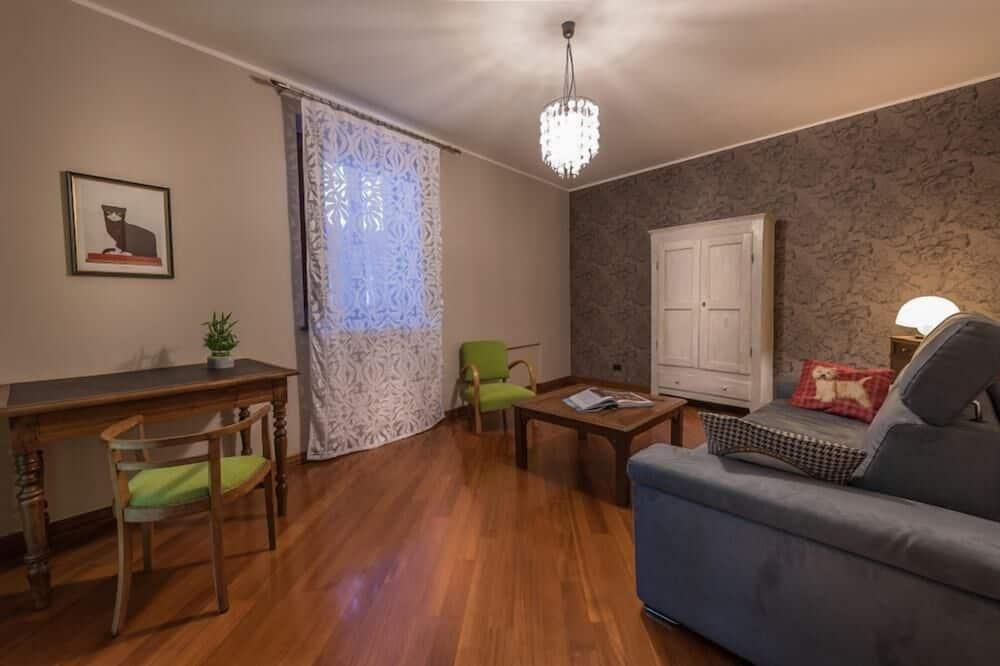 Deluxe Suite - Living Room