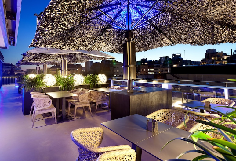 Hotel Condes de Barcelona, Barcelona, Bar ved bassenget