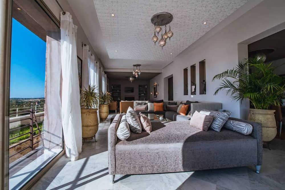 Exclusive Villa, 5 Bedrooms, Kitchen, Pool View - Living Area