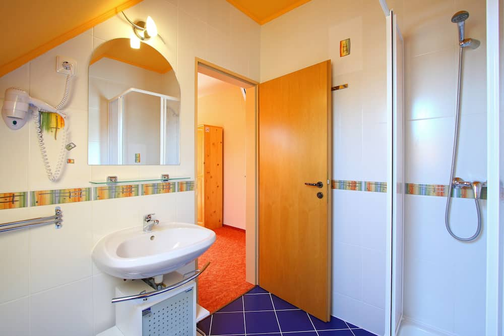 Appartement Familial, 2 chambres, balcon - Salle de bain