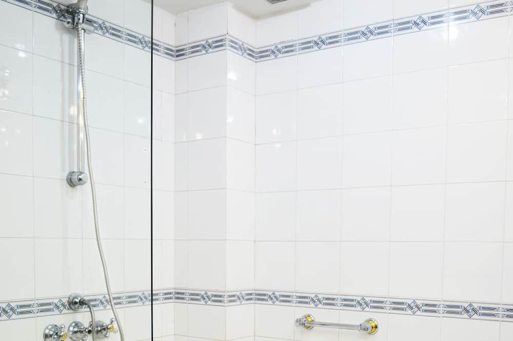 Junior Suite, 1 King Bed, Hot Tub, City View - Bathroom