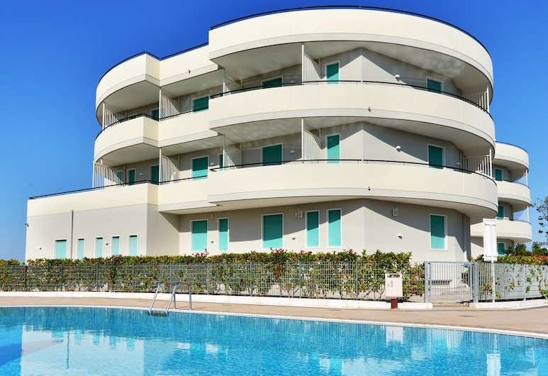 โรงแรมโลสเมราลโด, Cisternino, สระว่ายน้ำ
