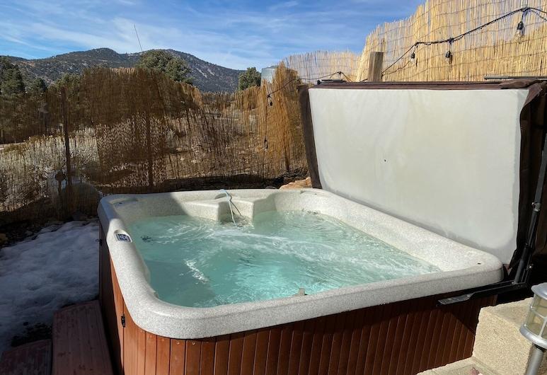 Relaxy Retreat, Μπιγκ Μπερ, Εξωτερική μπανιέρα υδρομασάζ