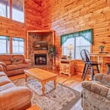 Hawks Point Lodge 5 Bedroom Home with Hot Tub
