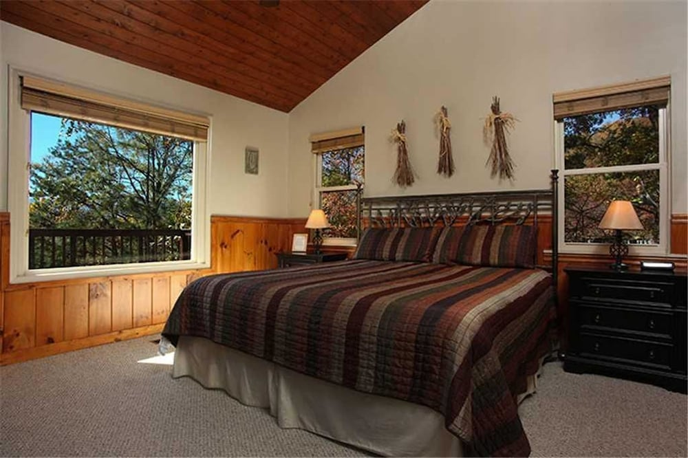 Bon On Eagles Wings 2 Bedroom Mountain View Home With Hot Tub, Gatlinburg