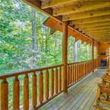 Cabin, Multiple Beds, Hot Tub, Mountain View - Balcony