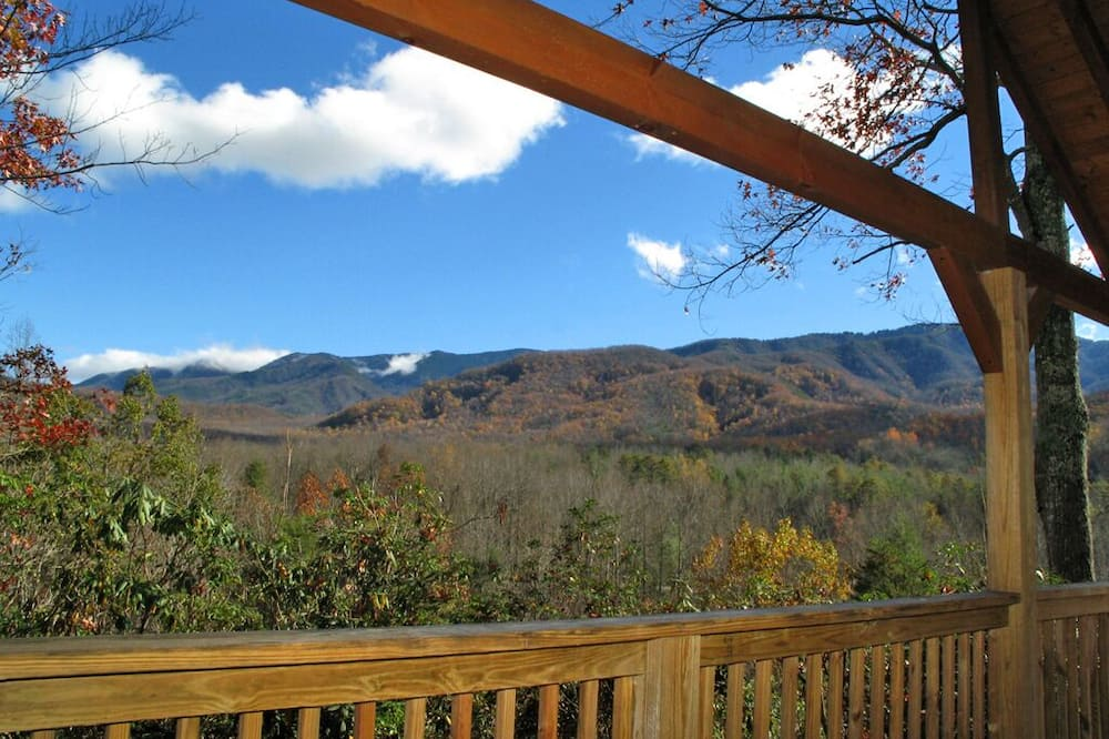 Cabin, 1 King Bed, Hot Tub, Mountain View - Balcony
