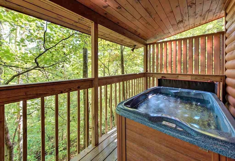 Star Struck 1 Bedroom Home with Hot Tub, Sevierville, Cabin, 1 Bedroom, Hot Tub, Outdoor Spa Tub