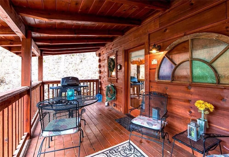 Wild at Heart 1 Bedroom Home with Hot Tub, Sevierville