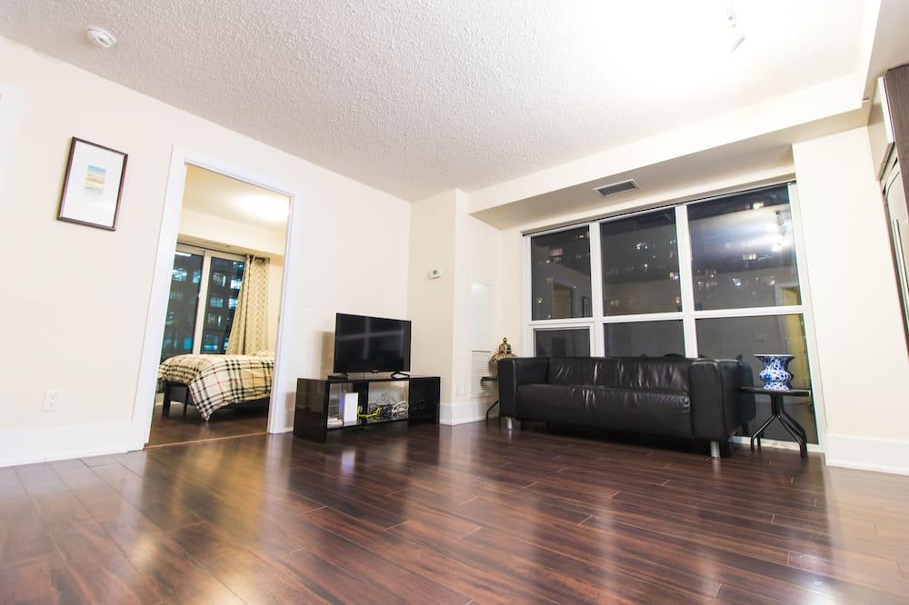 Luxury Suite, 3 Bedrooms, Kitchen, City View - Living Area