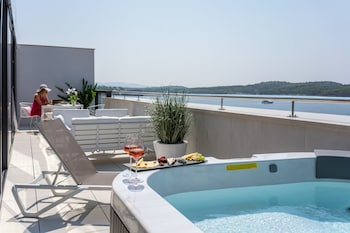 Enter your dates for our Sibenik last minute prices