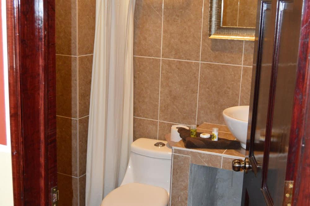 基础双人房, 5 间卧室 - 浴室