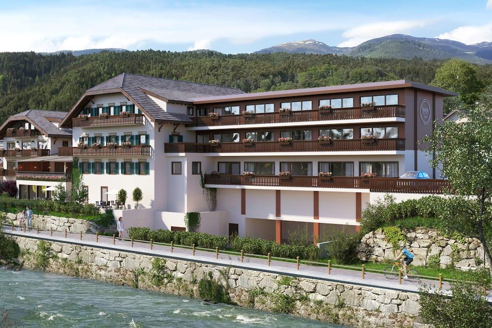 River Hotel Post