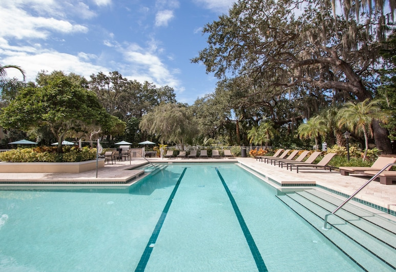 CP-104: Clearwater Luxury Apartment, Clearwater, Outdoor Pool