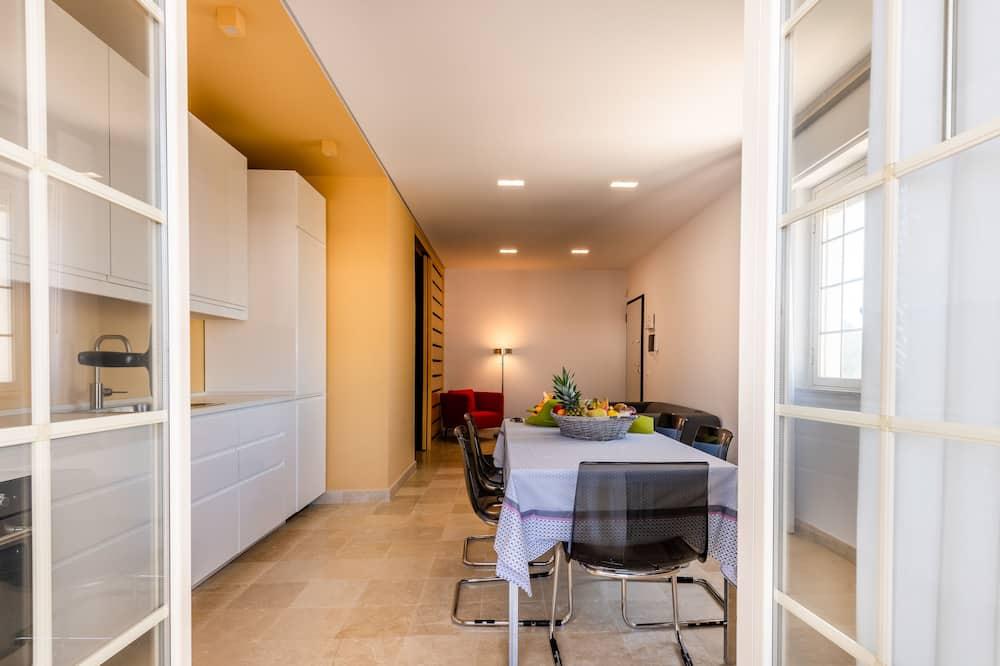 Comfort Apartment, 3 Bedrooms, Beachfront - Living Area