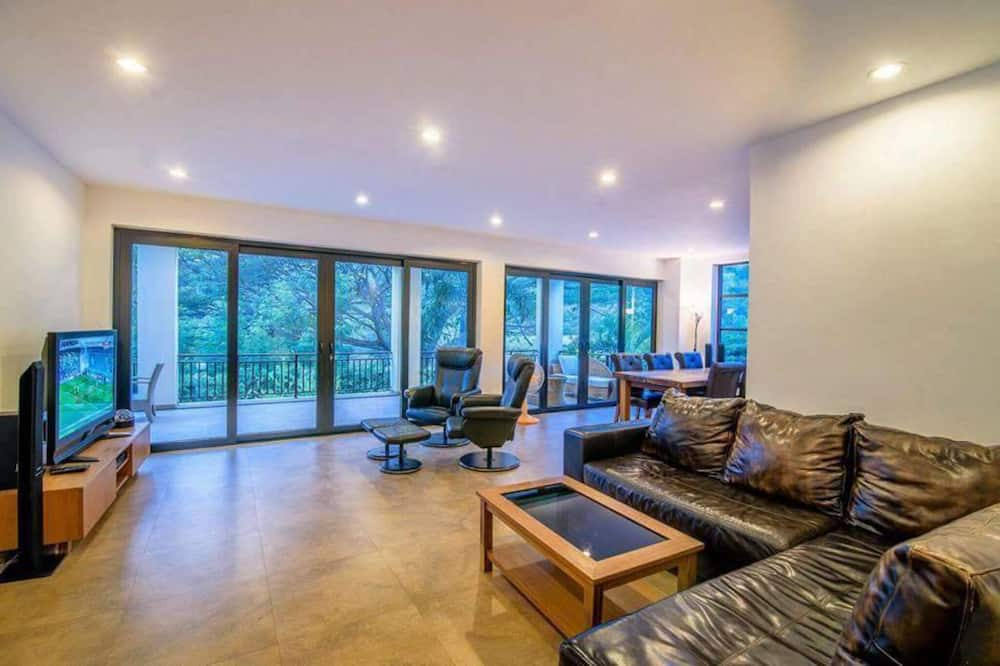 4-Bedroom Pool Villa - Living Area