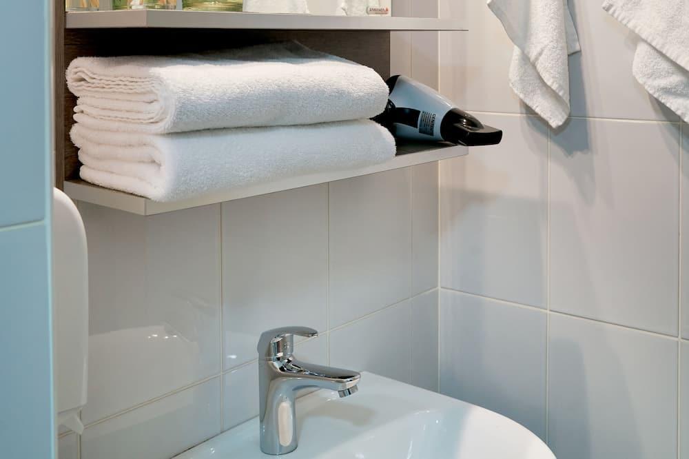 Štandardná dvojlôžková izba, súkromná kúpeľňa - Zariadenie kúpeľne