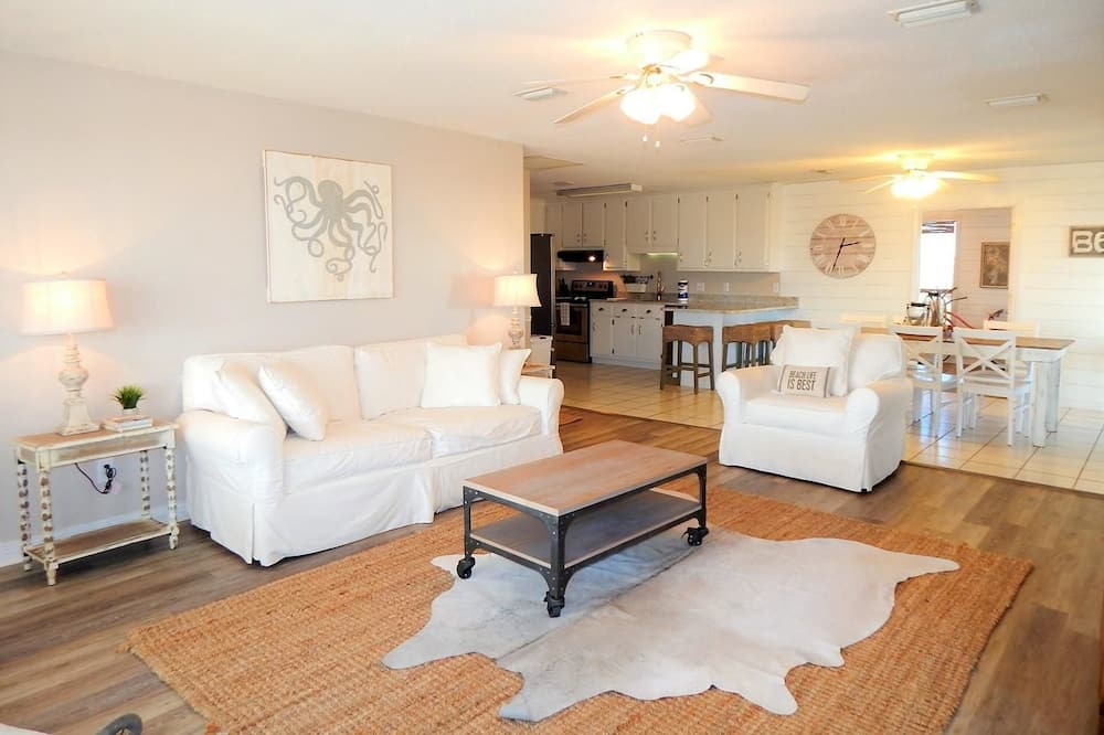 House, 4 Bedrooms - Ruang Tamu
