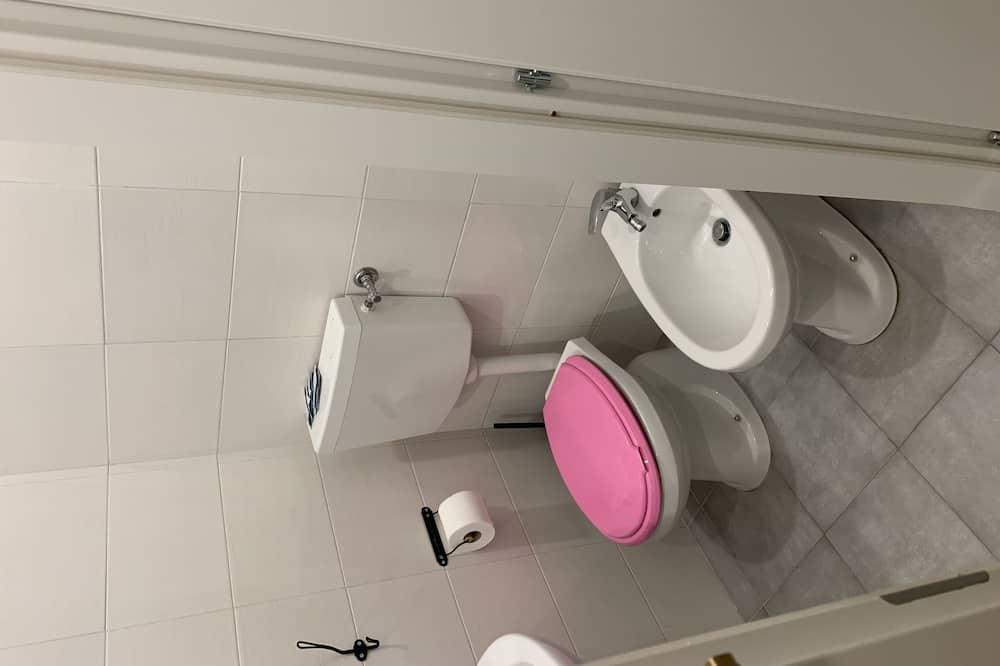 Basic Double Room, Private Bathroom (External) - Bathroom