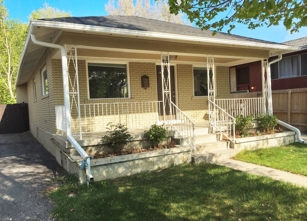 Beautifully Updated In The Sugarhouse District 4br Home Salt Lake City