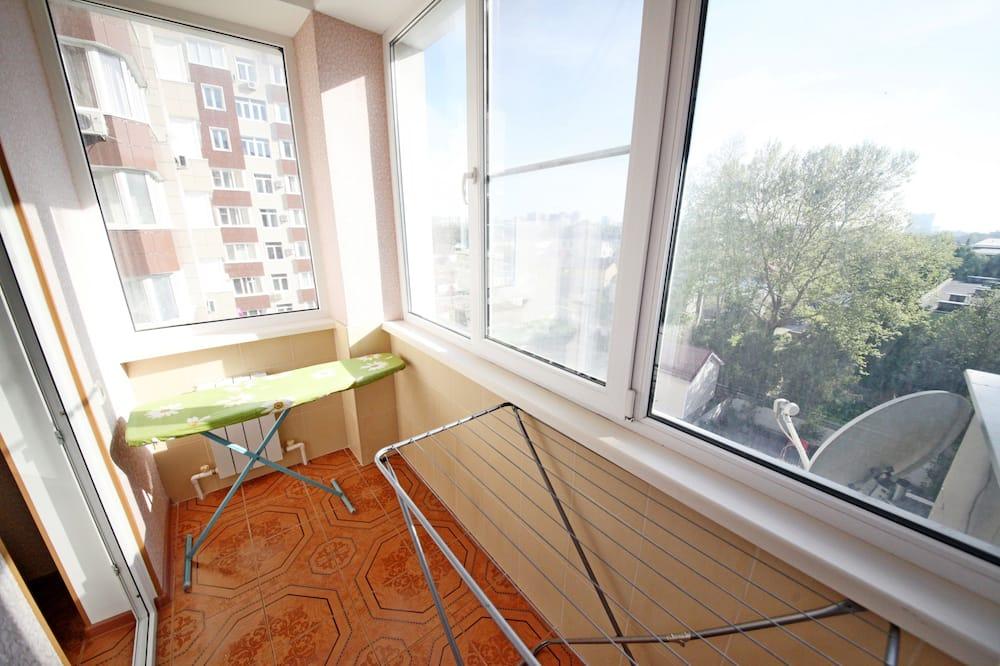 Comfort Apartment (232 Novorossiyskaya Ulitsa) - Balcony