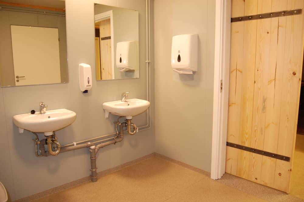 雙人或雙床房, 多張床, 共用浴室 (Private Room) - 共用浴室