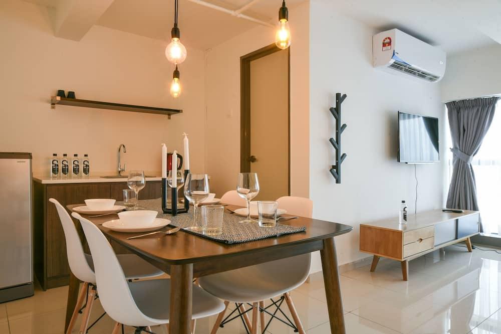 Dvojposchodový apartmán, 2 veľké dvojlôžka (Suite) - Stravovanie v izbe