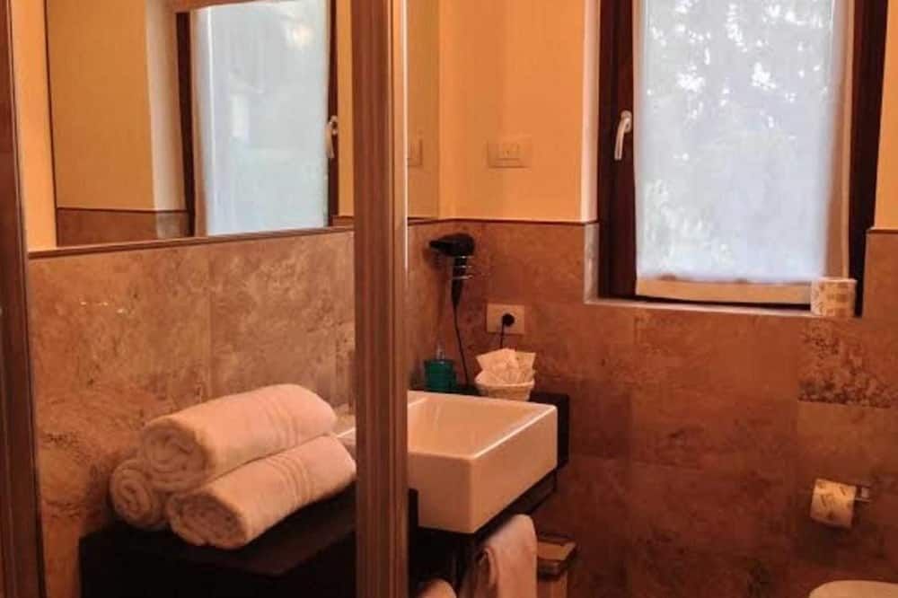 Suite, Lake View - Bathroom