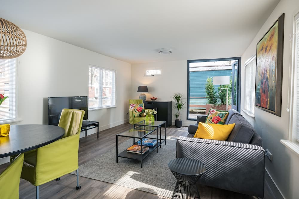 Luxury Houseboat Apartment - Oturma Odası
