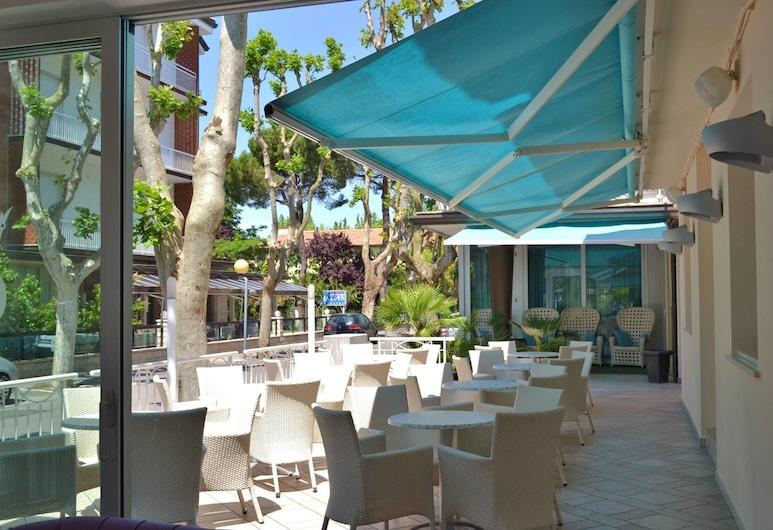 Hotel Castellucci, Bellaria-Igea Marina, Einestamine vabas õhus